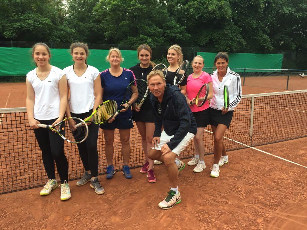 Damenmannschaft mit Trainer Peter Salwik