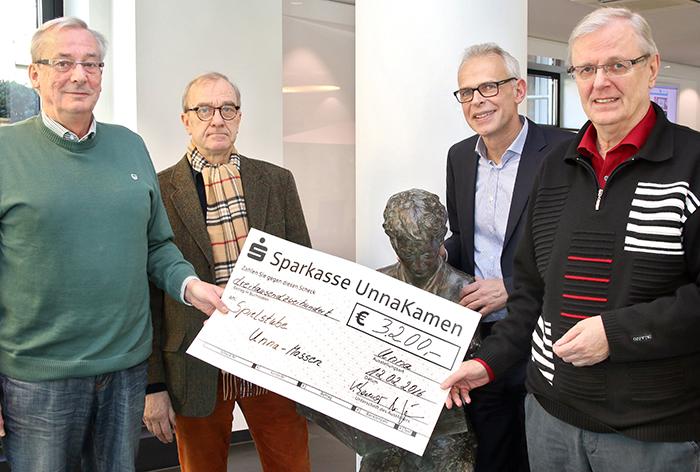 Spende Silvesterlauf Ulrich Dreischer Georg Linz Volker Stennei Volker Risse